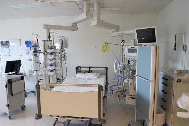 I et slikt rom i intensivseksjonen vil koronasmittede med behov for respirasjonsstøtte ligge.